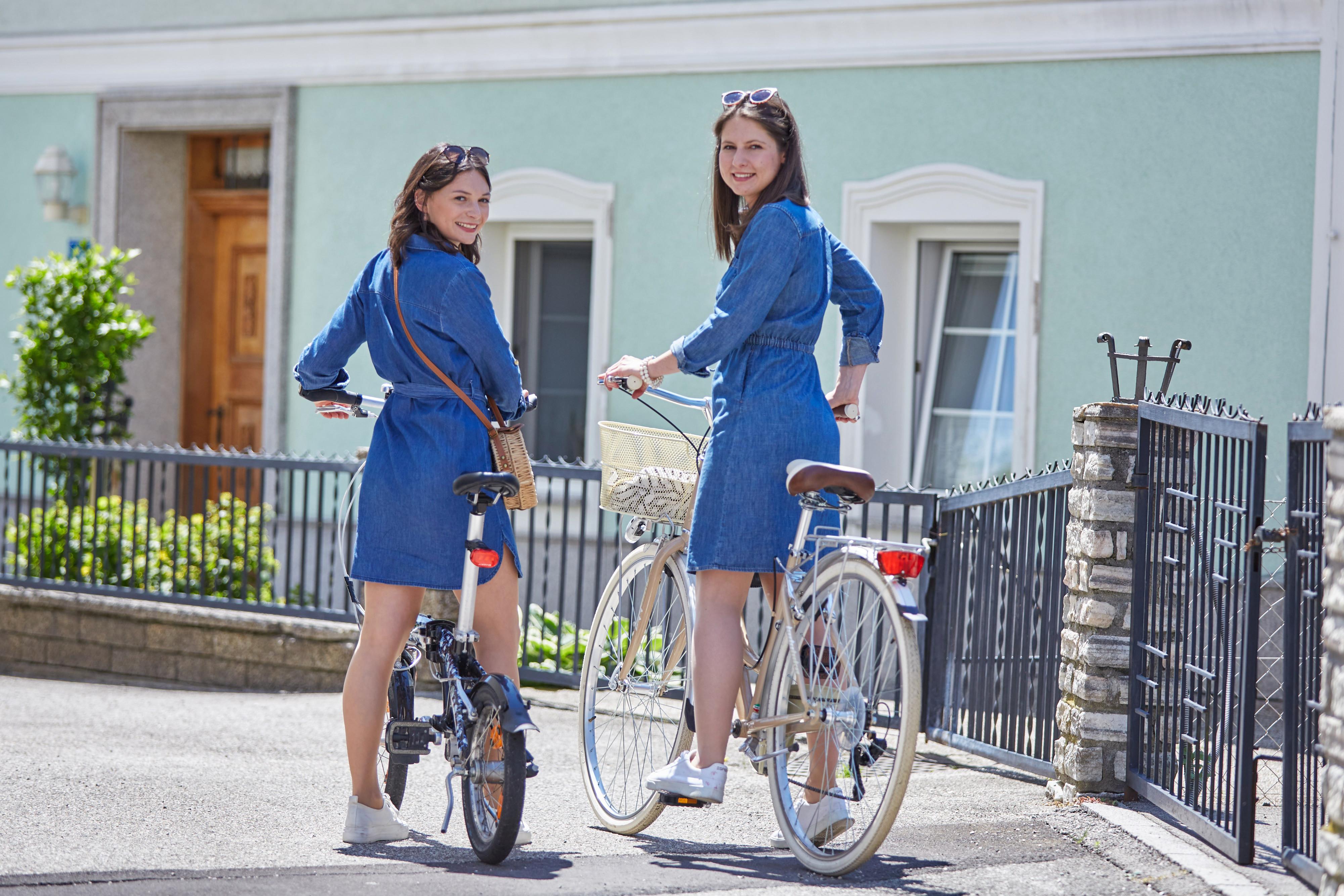 Frauen mit Rad